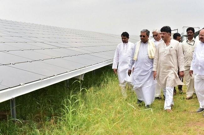 Karanataka CM Siddaramaiah,CM Siddaramaiah,Power Minister DK Shivakumar,DK Shivakumar,MW Pavagada Mega Solar Park,Worlds Solar Park,Worlds largest Solar Park,Solar park in Tumkuru