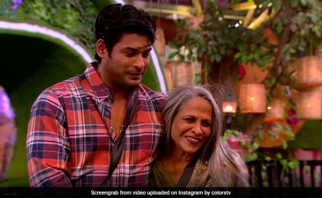 Sidharth Shukla with her mother