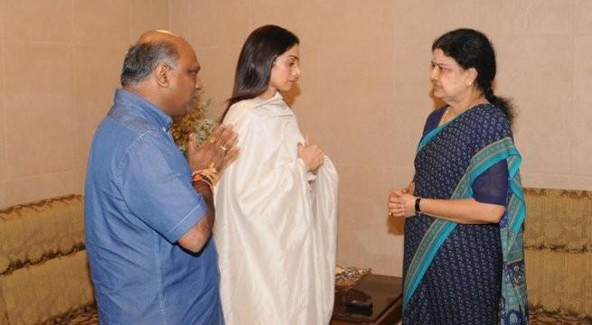 Sridevi Kapoor,Sridevi Kapoor meets Sasikala,Sridevi meets Sasikala,Jayalalithaa,Jayalalithaa residence,Sasikala,Sasikala at Poes Garden,Sridevi meets Sasikala at Poes Garden,Sridevi Kapoor meets Sasikala at Poes Garden