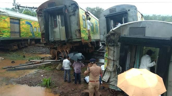 Nagpur-Mumbai Duronto Express,Duronto Express,Duronto Express details,Thane,Mumbai suburban sector