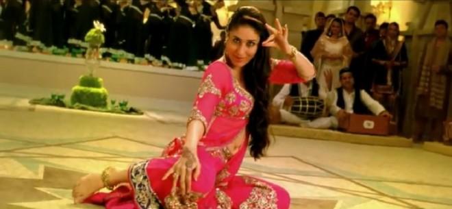 """Kareena Kapoor """"Dil Mera Muft Ka"""" mujra number"""