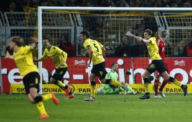 Watch highlights of Borussia Dortmund's crucial victory over Bayern Munich in the Bundesliga.