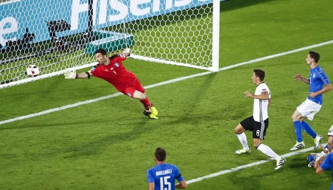 Mesut Ozil Germany Italy