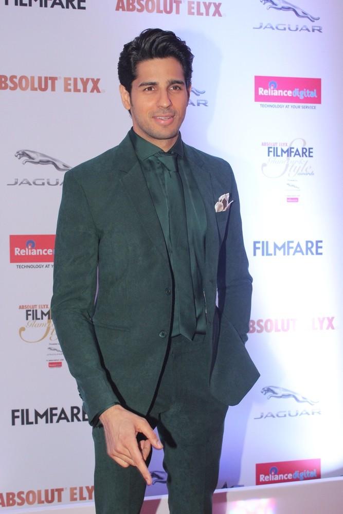 Amitabh Bachchan,Sidharth Malhotra,Sushant Singh Rajput,Bipasha Basu,Filmfare Glamour & Style Awards 2016,Filmfare Glamour & Style Awards,Bipasha Basu & Karan Singh,Bipasha Basu and Karan Singh