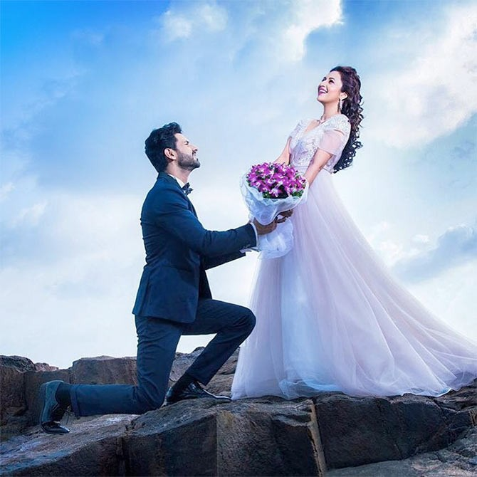 Divyanka Tripathi,Divyanka Tripathi wedding,Divyanka Tripathi marriage,Divyanka Tripathi Bachelorette party with friends,Divyanka Tripathi Bachelorette party,Divyanka Tripathi wedding pics,Divyanka Tripathi wedding images,Divyanka Tripathi wedding photos