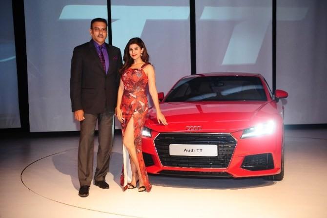 India cricket coach Ravi Shastri dating Airlift actress Nimrat Kaur?
