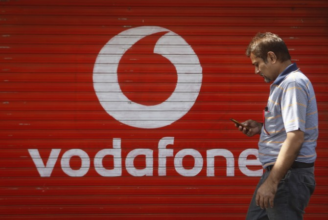 Rs 500 and Rs 1000 scrapped: You now seemingly have more time to pay your postpaid Vodafone and Airtel bills