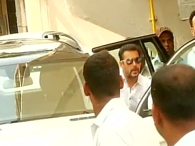 Salman Khan Verdict Live Photos,Salman Khan Verdict,Salman Khan,actor Salman Khan,Salman Khan at Mumbai Sessions Court,Mumbai Sessions Court,Salman khan hit and run case,Salman Khan case,Salman Khan pics,Salman Khan images