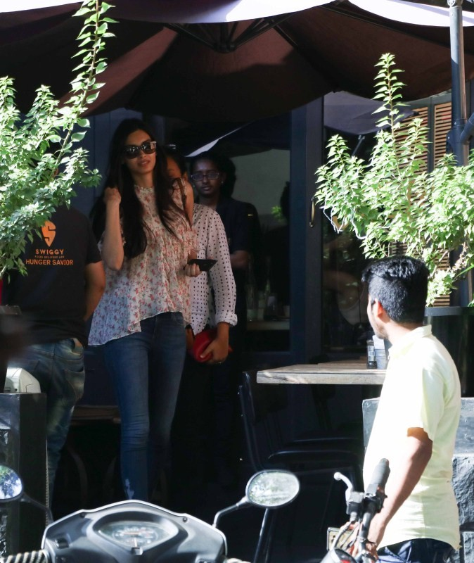 Diana Penty spotted at Bandra,Diana Penty at Bandra,actress Diana Penty,Diana Penty latest pics,Diana Penty latest images,Diana Penty latest photos,Diana Penty latest stills,Diana Penty latest pictures