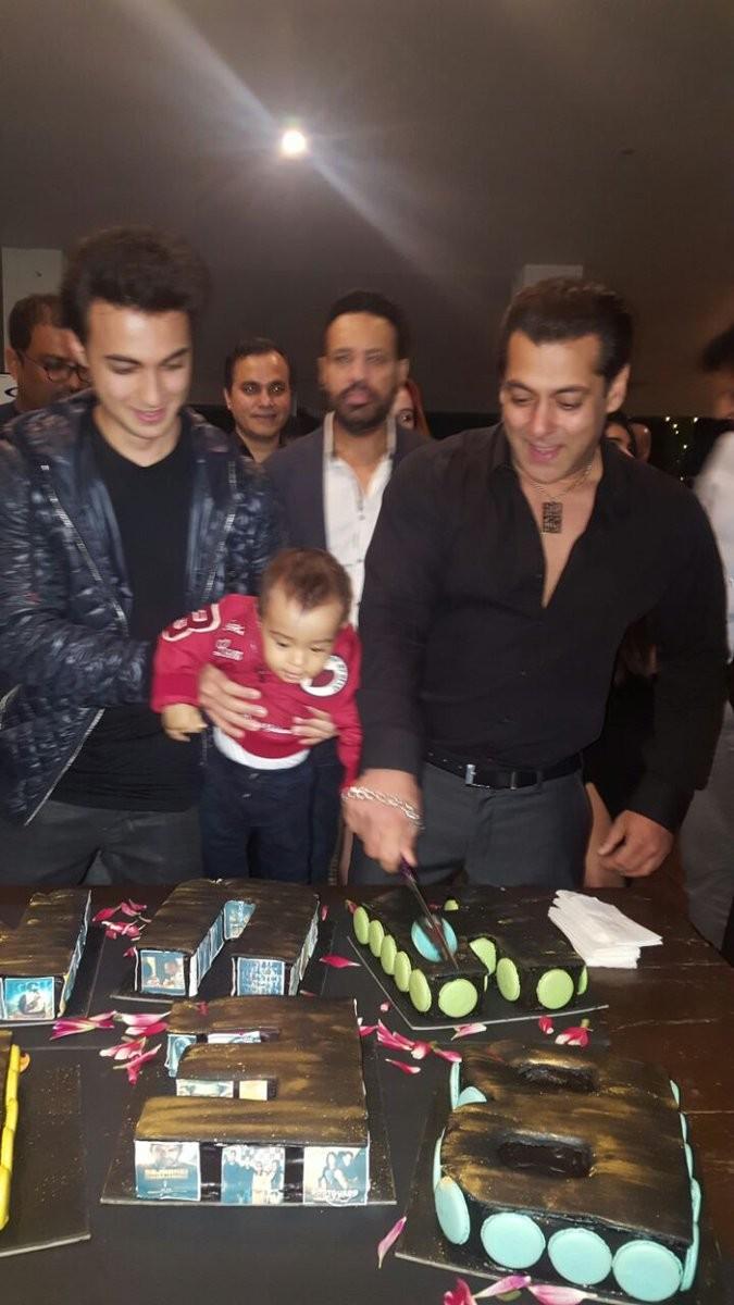 Salman Khan,Salman Khan birthday celebrations,Salman Khan celebrates 51 Birthday,Salman Khan birthday celebrations pics,Salman Khan birthday celebrations images,Salman Khan birthday celebrations photos,Salman Khan birthday celebrations stills,Salman Khan