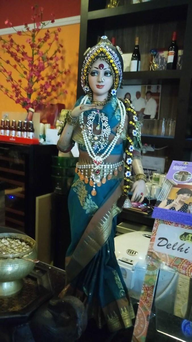 Sridevi Kapoor,Sridevi Kapoor statue,Sridevi Kapoor doll,Bollywood icon Sridevi,Sridevi Kapoor doll in Singapore restaurant