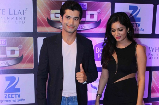Sharad Malhotra makes his first public appearance with girlfriend Pooja Bisht. Pictured: Ssharad Malhotra and Pooja Bisht at Zee Gold Awards 2016