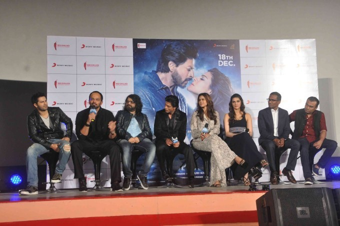 Shah Rukh Khan,Kajol,Varun Dhawan,Kriti Sanon,Rohit Shetty,Dilwale song launch,Dilwale,Dilwale promotion,Dilwale movie promotion