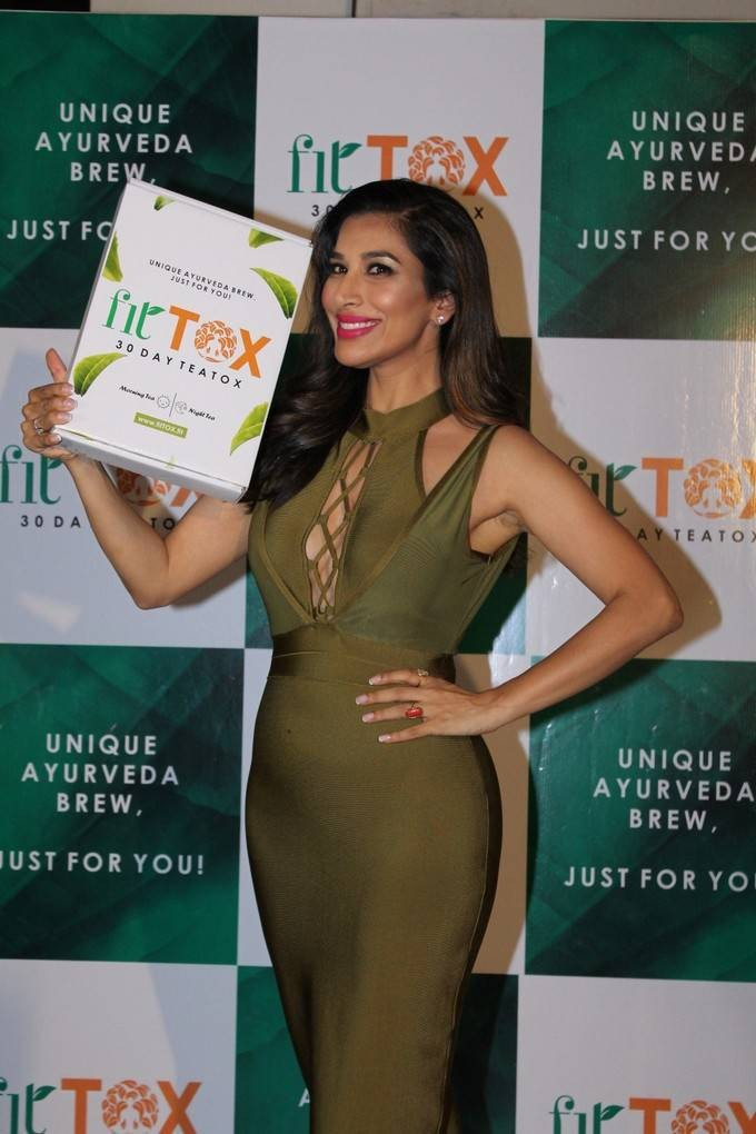 Fittox,Fittox tea,Sophie Choudry,Sophie Choudry turns Entrepreneur,Sophie Choudry tea,hot Sophie Choudry,actress Sophie Choudry,Sophie Choudry pics,Sophie Choudry images