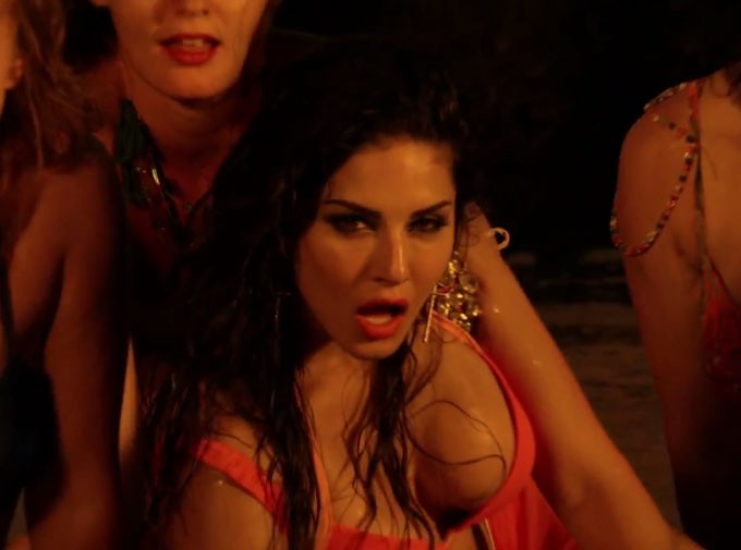 Sunny Leone Is Back With Hot  Sensuous Paani Wala Dance -8692