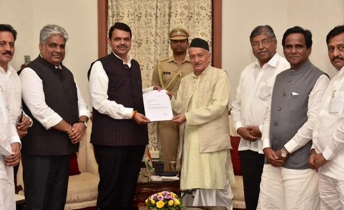 Devendra Fadnavis submitting his resignation as Maharashtra CM to Governor Bhagat Singh Koshyari
