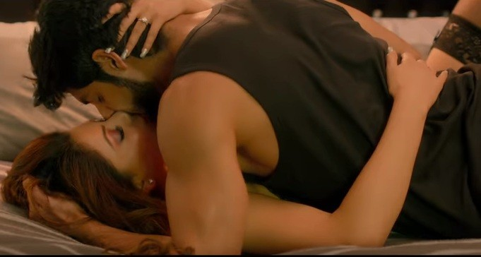 Urvashi Rautela kissing scene in Hate Story 4