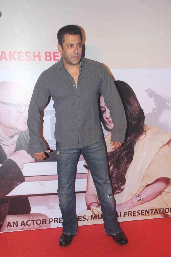 Salman Khan,actor Salman Khan,Salman Khan Latest Pictures,Salman Khan Latest images,Salman Khan Latest photos,Salman Khan Latest stills,Salman Khan Latest pics,Salman Khan Latest watch Anupam Kher's play,Anupam Kher's play