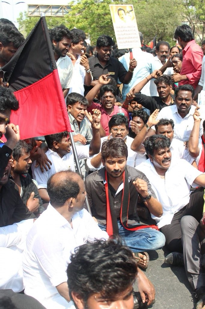 Udhayanidhi Stalin,actor Udhayanidhi Stalin,Udhayanidhi Stalin Cauvery issue,Cauvery issue,DMK protest,MK Stalin,Udhayanidhi Stalin joins TN strike,strike
