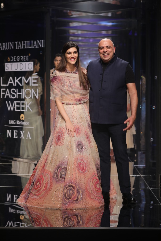 Kriti Sanon,Kriti Sanon bridal look,Kriti Sanon at LFW show,Kriti Sanon at Lakme Fashion Week,Lakme Fashion Week,Lakme Fashion Week 2018