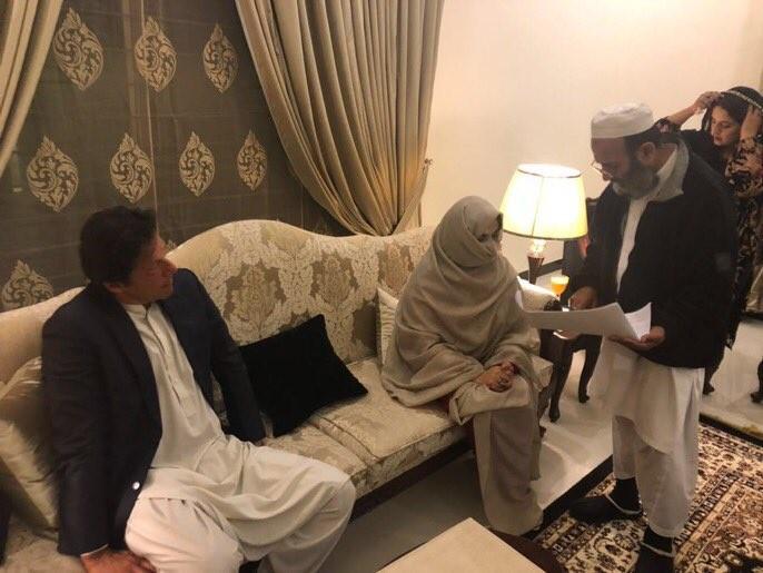 Imran Khan,Bushra Maneka,Imran Khan wedding,Imran Khan marriage,Imran Khan wedding pics,Imran Khan weds Bushra Maneka