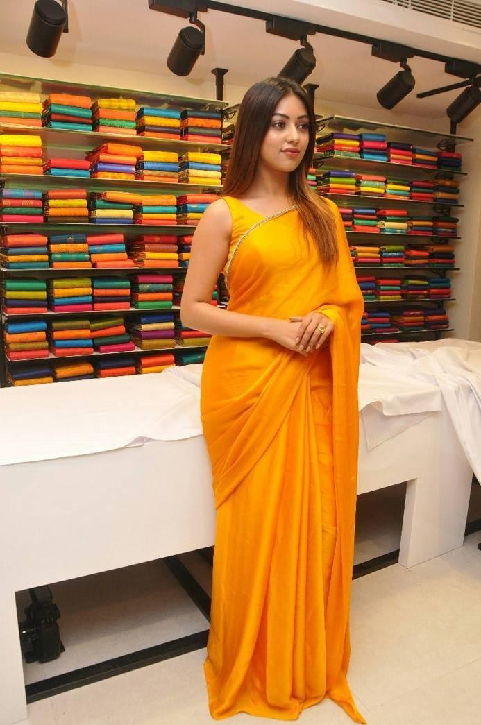 Anu Emmanuel,actress Anu Emmanuel,Anu Emmanuel launches KLM Fashion Mall,KLM Fashion Mall,KLM Fashion Mall at Dilsukhnagar,Vijay Deverakonda
