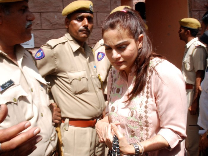 Salman Khan,actor Salman Khan,Salman Khan Arms Act case,Salman Khan pics,Salman Khan in Jodhpur Court,Salman Khan images,Salman Khan photos,Salman Khan stills,Salman Khan in court