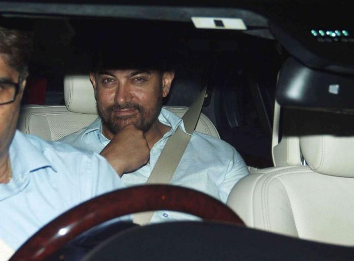 Aamir Khan Snapped in Bandra,Aamir Khan,actor Aamir Khan,Aamir Khan pics,Aamir Khan images,Aamir Khan latest photos,Aamir Khan stills,Aamir Khan pictures,Aamir Khan latest pics