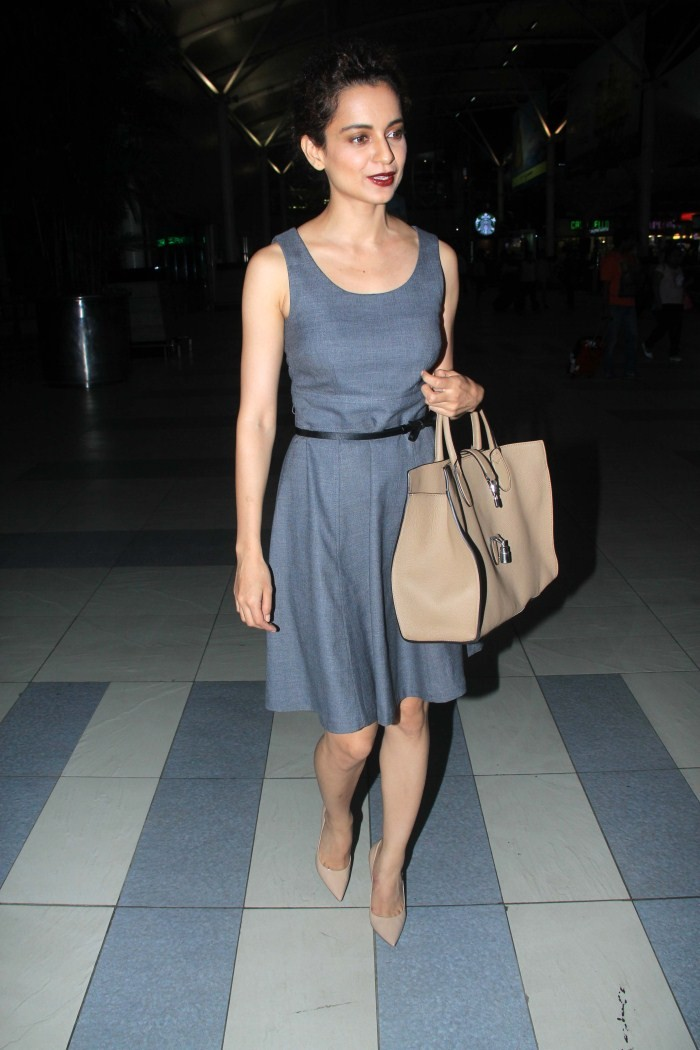 Kangana Ranaut,actress Kangana Ranaut,Arjun Rampal,actor Arjun Rampal,Kangana Ranaut and Arjun Rampal snapped at Domestic Airport,Kangana Ranaut pics,Kangana Ranaut images,Kangana Ranaut photos,Kangana Ranaut stills,hot Kangana Ranaut,Kangana Ranaut hot p