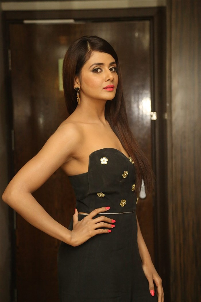 Parul Yadav,actress Parul Yadav,Parul Yadav at Upendra 2 Audio Launch,Upendra 2 Audio Launch,Upendra 2,Parul Yadav latest pics,Parul Yadav latest images,Parul Yadav latest photos,Parul Yadav latest stills,Parul Yadav latest pictures