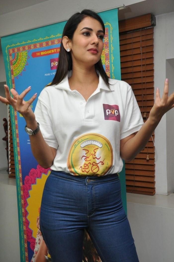 Sonal Chauhan,Size Zero,telugu movie Size Zero,Size Zero sucess meet,Size Zero promotion