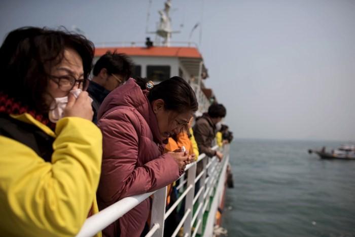 South Korea Grieves On Anniversary Of Sewol Ferry Disaster,Sewol disaster,Sewol Ferry Disaster,first anniversary of the Sewol ferry disaster,South Korea