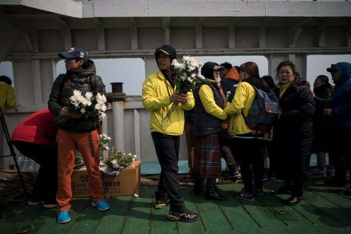 South Korea Grieves On Anniversary Of Sewol Ferry Disaster,Sewol disaster,Sewol Ferry Disaster,first anniversary of the Sewol ferry disaster,South Korea
