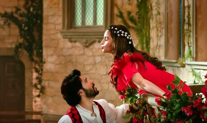 Varun Dhawan,Alia Bhatt,Varun Dhawan and Alia Bhatt,Varun Dhawan and Alia Bhatt advertisement,Varun Dhawan and Alia Bhatt kissing