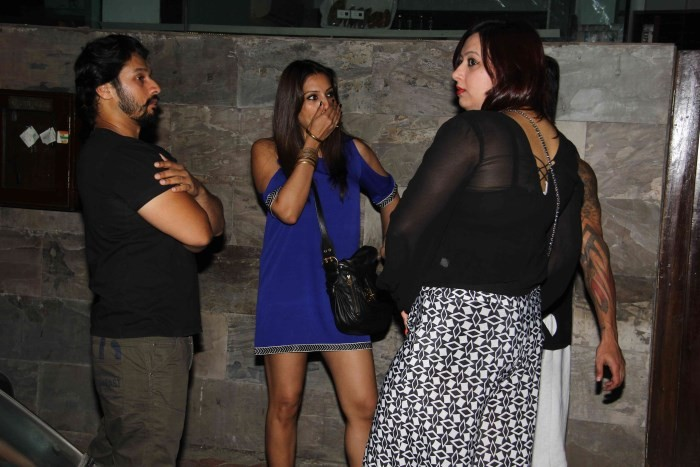 Bipasha and Karan Singh Grover Spotted at Bandra,Bipasha Basu,actress Bipasha Basu,Bipasha Basu pics,hot Bipasha Basu,Karan Singh Grover,actor Karan Singh Grover,Bandra,Bipasha