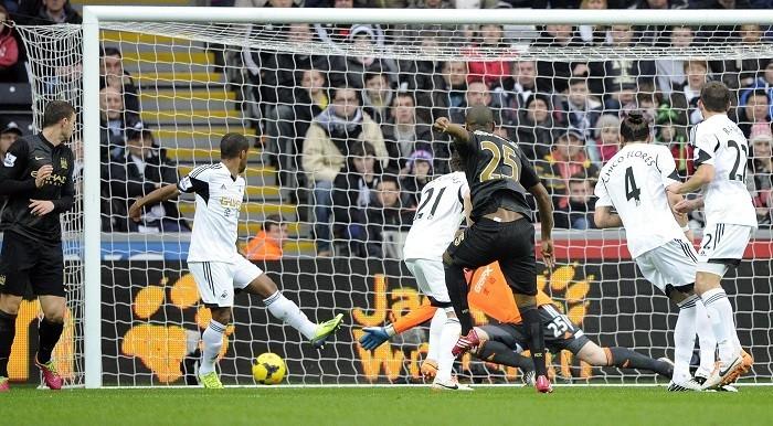 Manchester City Fernandinho Swansea