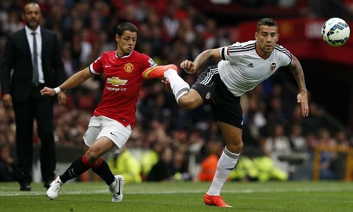 Javier Hernandez Manchester United Nicolas Otamendi Valencia