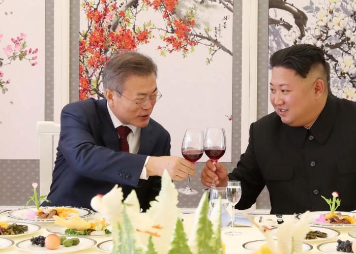 South Korean President Moon Jae-in makes a toast with North Korean leader Kim Jong Un