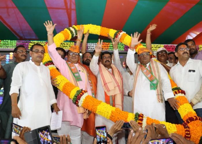 Former minister Padmalochan Panda joins BJP in Odisha