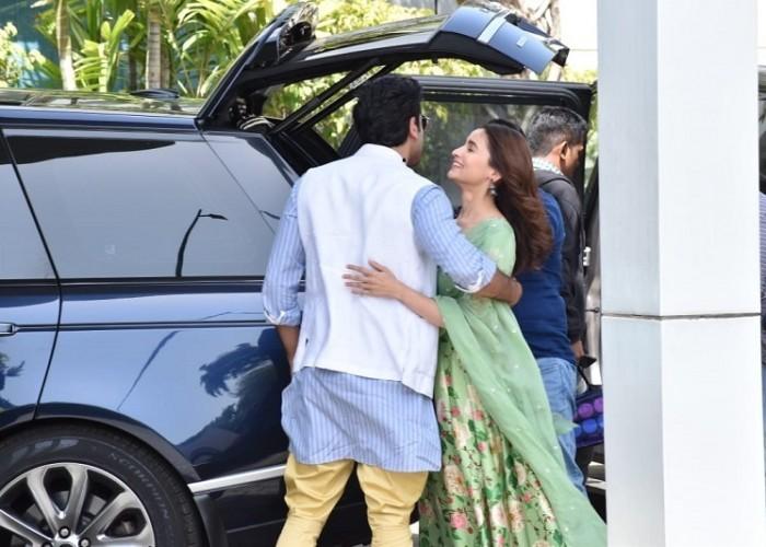 Ranbir Kapoor and Alia Bhatt leave for Prayagraj Kumbh for Brahmastra Shooting