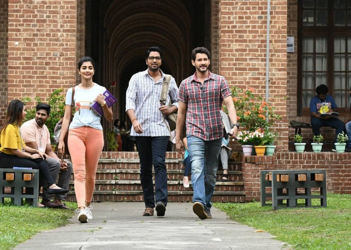Maharshi movie stills featuring Mahesh Babu, Pooja Hegde, Allari Naresh