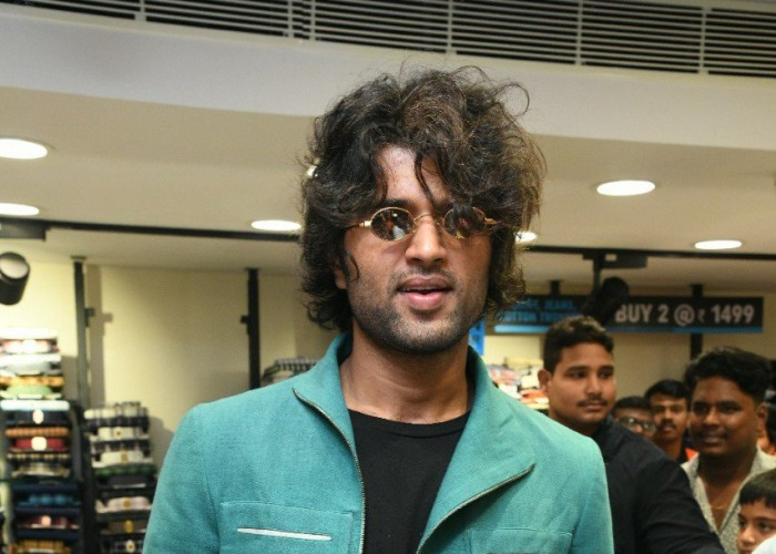 Vijay Devarakonda at a Mall Launch