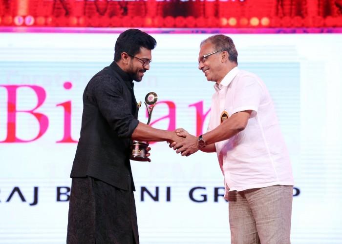 Ram Charan at Asia Vision Awards 2016.