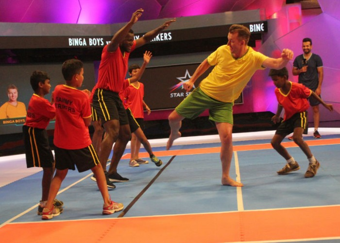 With VIVO Pro Kabaddi League Season VI player auctions just a week away, the excitement around the event is on the rise. Three legends from the world of cricket, Brett Lee, Irfan Pathan and Darren Sammy took up the Kabaddi challenge and headed out in their kabaddi gear for an exciting match. The three players built their teams with junior Kabaddi stars and were pitted against each other. All three of them had a great time experiencing kabaddi, Darren Sammy, who was playing Kabaddi for the first time said,
