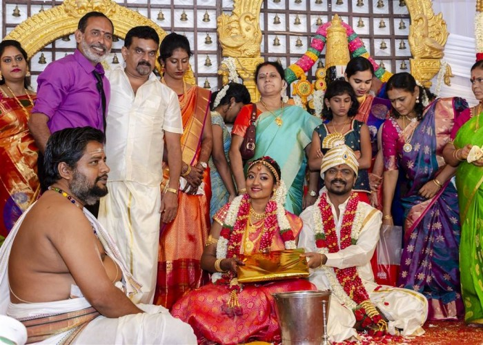 South Indian director Rajkumar Periasamy, who impressed us all with his debut movie Rangoon tied the knot with long-time girlfriend Jaswini as per Hindu customs in Chennai today. The marriage of Rajkumar Periasamy-Jaswini was a private affair and it was attended by the couple family members and close friends. Celebs like AR Murugadoss, television anchor Dhivyadharshini, Gopinath Chandran and others graced the event. At this juncture, IBTimes conveys our hearty wishes to the newly wed couple.