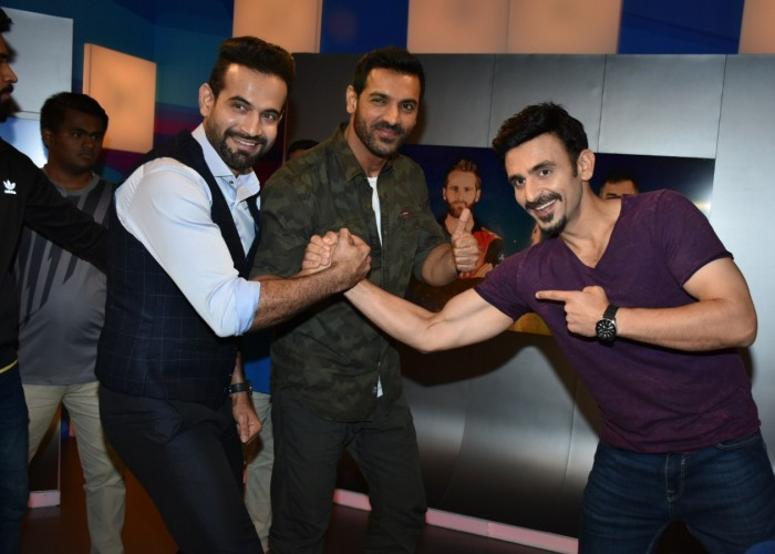 Kent Cricket Live made way for John Abraham, as the Bollywood Superstar brought some love for Chennai Super Kings and their skipper (Mahi) M.S Dhoni to the pre-show of today's VIVO IPL clash between – Chennai Super Kings and Sunrisers Hyderabad. The segment was aired exclusively on the Star Sports Network on 22nd of MAY 2018 at 5.p.m. The Bollywood Hearthrob expressed his love for motorcycles and his thriving friendship with skipper Mahendra Singh Dhoni. Fans also got an exclusive sneak peek into John's upcoming movie Parmanu: The story of Pokhran – highlighting the defining nuclear tests in 1998 that made India a global superpower.