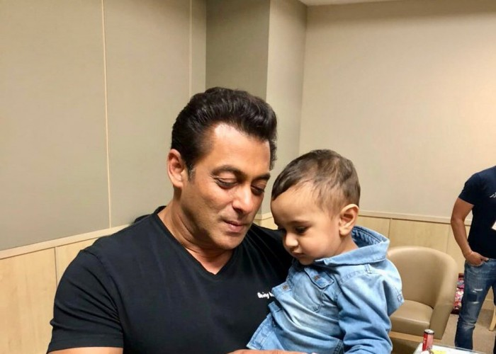 IPL 2018: Bollywood actor Salman Khan playing with Irfan Pathan's son Imran Pathan is the cutest thing on the Internet.