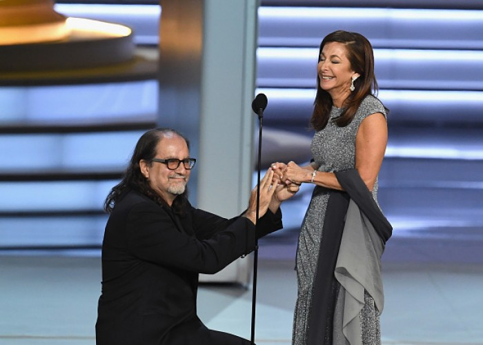 Emmy winner Glenn Weiss shocks audience by proposing during speech