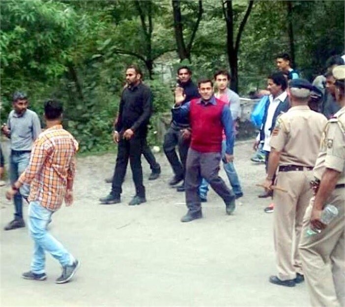 Salman Khan,Salman Khan in Manali,Salman Khan starts Tubelight shoot,Tubelight in Manali,Tubelight shooting in Manali,bollywood movie Tubelight,Salman Khan pics,Salman Khan images,Salman Khan photos,Salman Khan stills,Salman Khan pictures