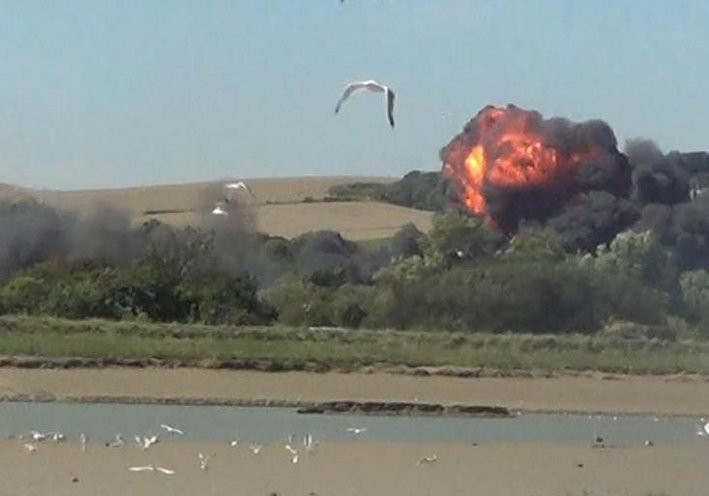 Shoreham Air Show plane crash,military jet crashes at air show,airshow,Hawker Hunter fighter jet,images of shoreham airshow crash,British airshow,crash,plane crash,airshow plane crashes